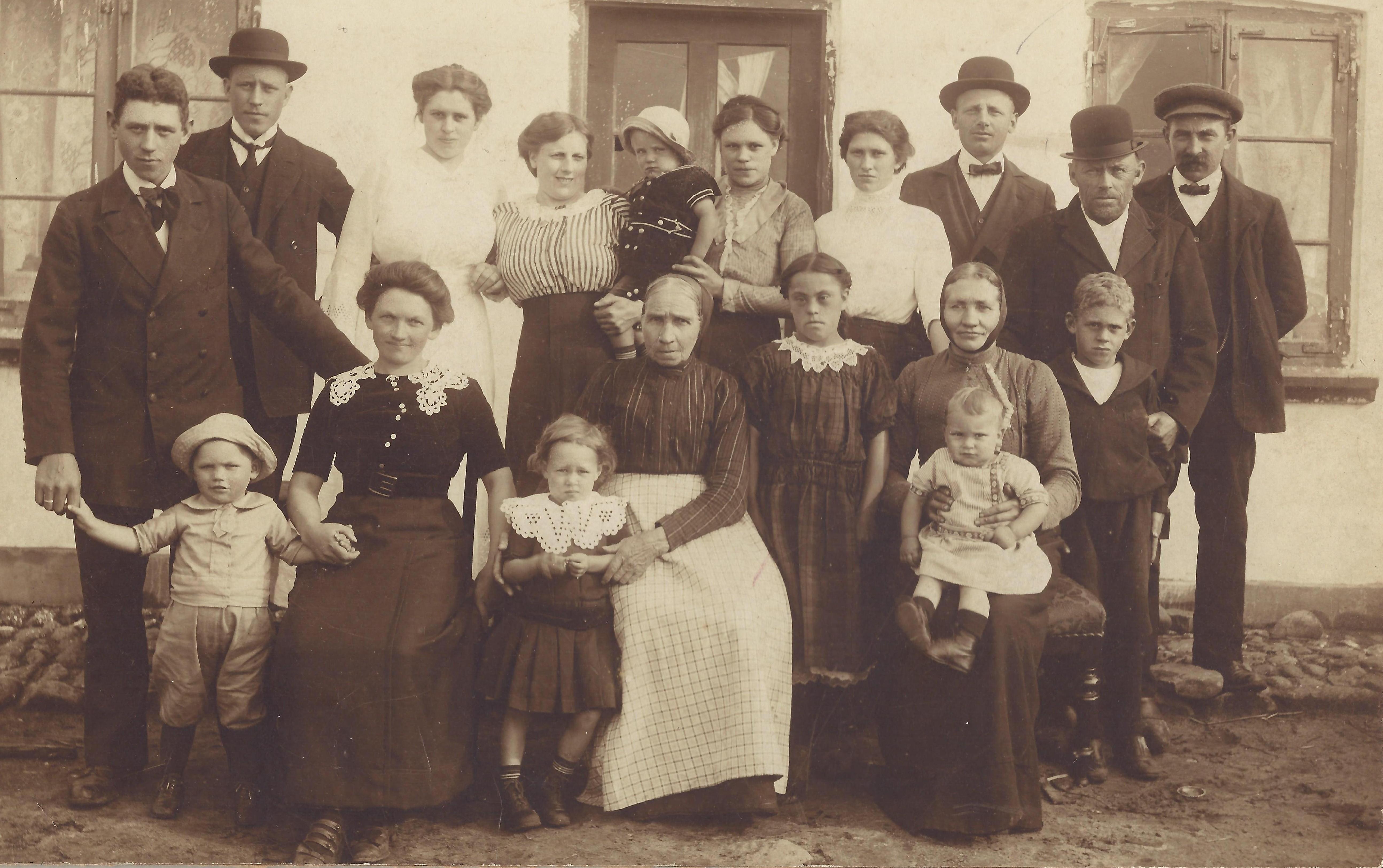 1915 Familiebillede fra Tilvildeleje